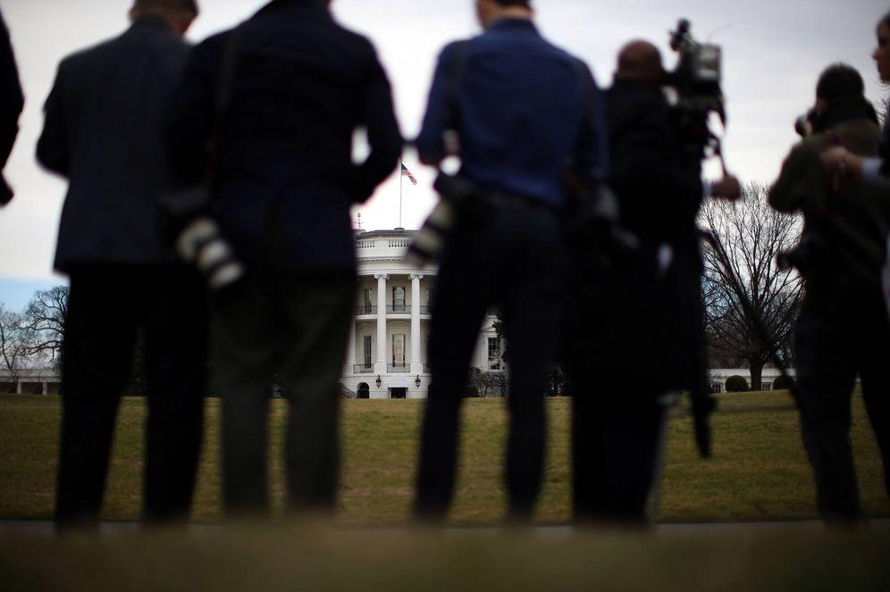 Foto: Medios de comunicación ante la Casa Blanca, en Washington, el 2 de febrero de 2017. (Reuters)