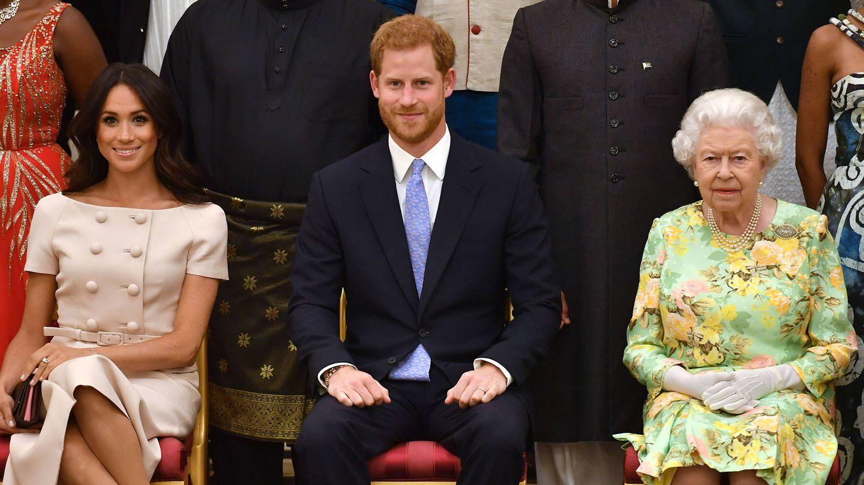 Los duques de Sussex e Isabel II, en una imagen de 2018. (Getty)