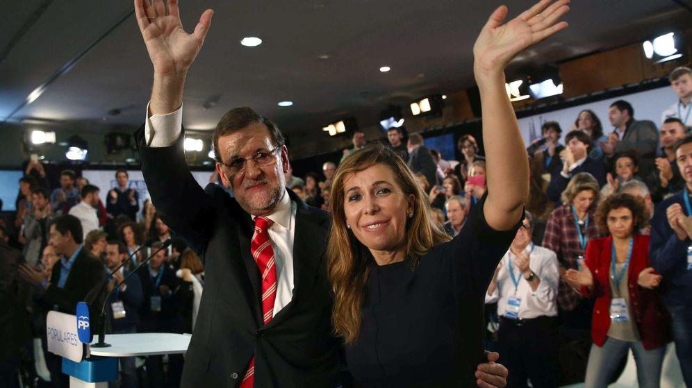 Foto: El presidente del Gobierno y líder del PP, Mariano Rajoy, y la popular Alicia Sánchez Camacho. (EFE)