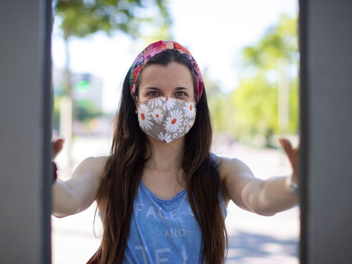Foto: Cómo se debe hacer una mascarilla de tela para que sea efectiva, según la OMS. (EFE)
