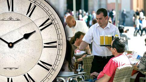 El difícil milagro de Báñez: salir a las seis de la tarde en una economía de servicios