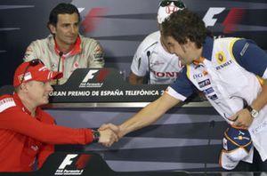 La FIA decidirá si De la Rosa trabajará junto a Hamilton o con Lobato