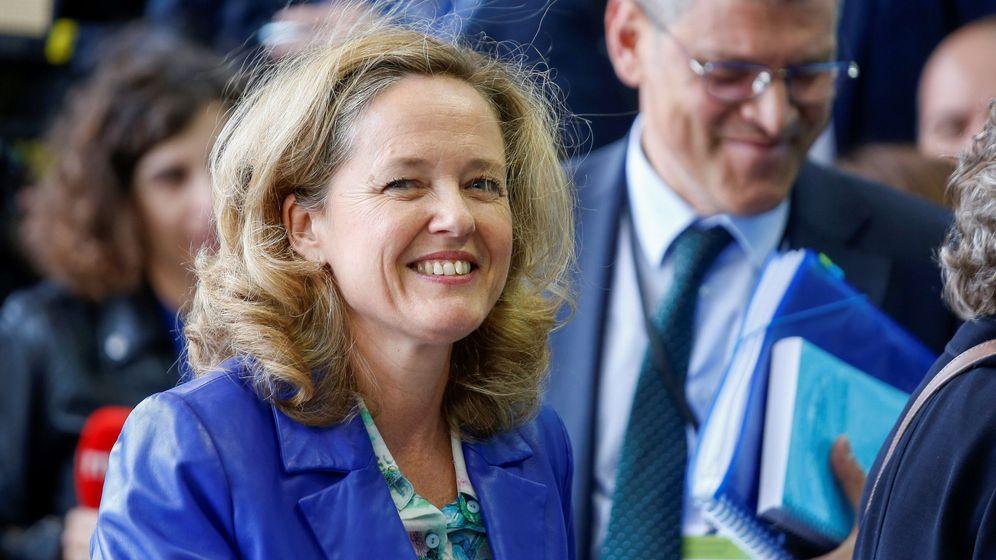 Foto: La ministra de Economía, Nadia Calviño, a su llegada a la reunión de ministros de Economía y Finanzas de la eurozona. (EFE)