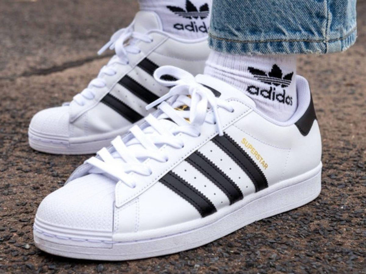 Foto: Zapatilla deportiva de Adidas con descuento en El Corte Inglés. (Cortesía)