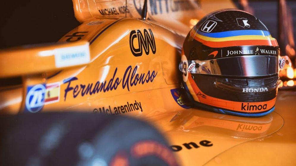 Foto: Los materiales de Fernando Alonso el día de su estreno en Indianápolis. (Foto: @McLarenIndy)