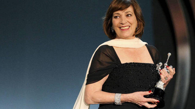 La actriz, con el premio Donostia en sus manos. (EFE)