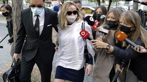 El juez mantiene en libertad a la mujer de Mainat e impone una orden de alejamiento