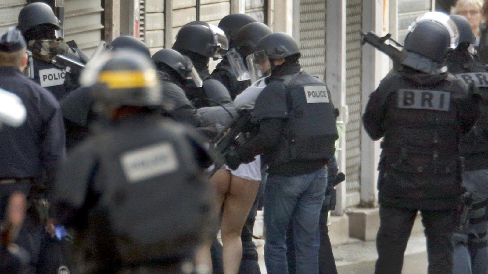 Foto: Un momento de la operación policial llevada a cabo en Saint-Denis. (Reuters)