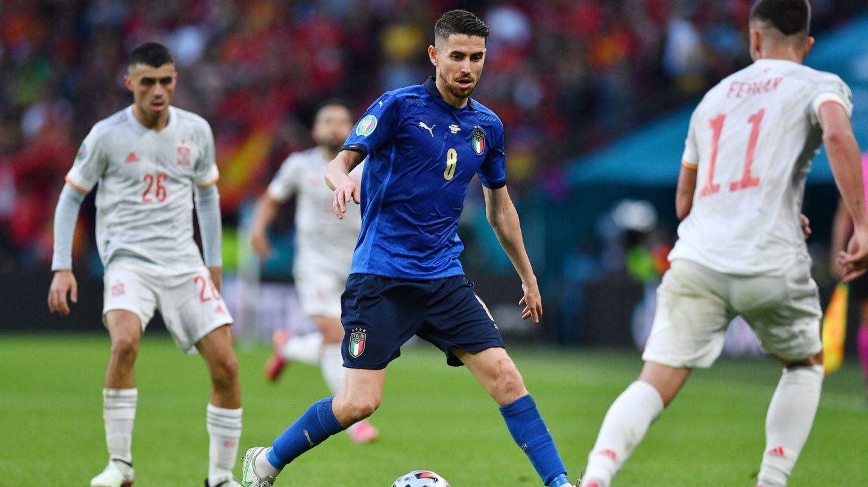 Jorginho, frente a España. (Reuters)