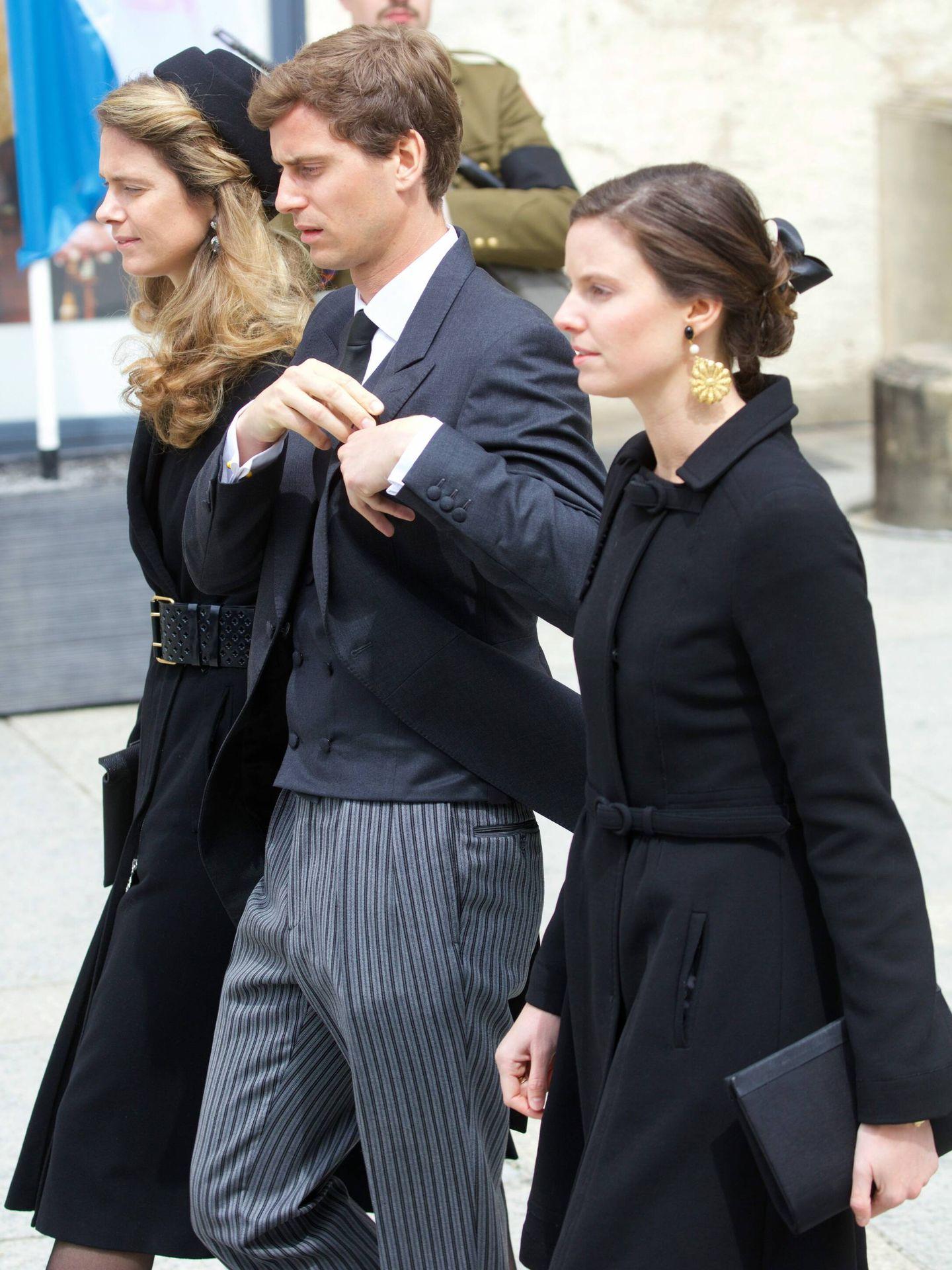 Josef-Emanuel, Astrid y Anunciata, en el funeral de su abuelo Jean de Luxemburgo. (Cordon Press)