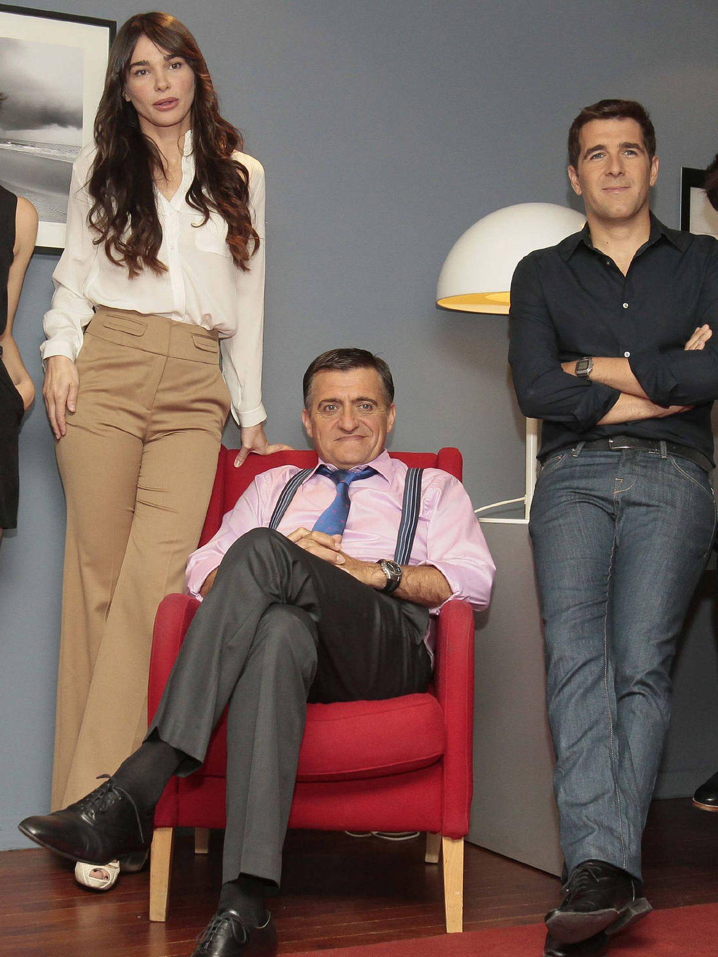 Beatriz Montañez, con algunos de sus compañeros de 'El intermedio'. (EFE)
