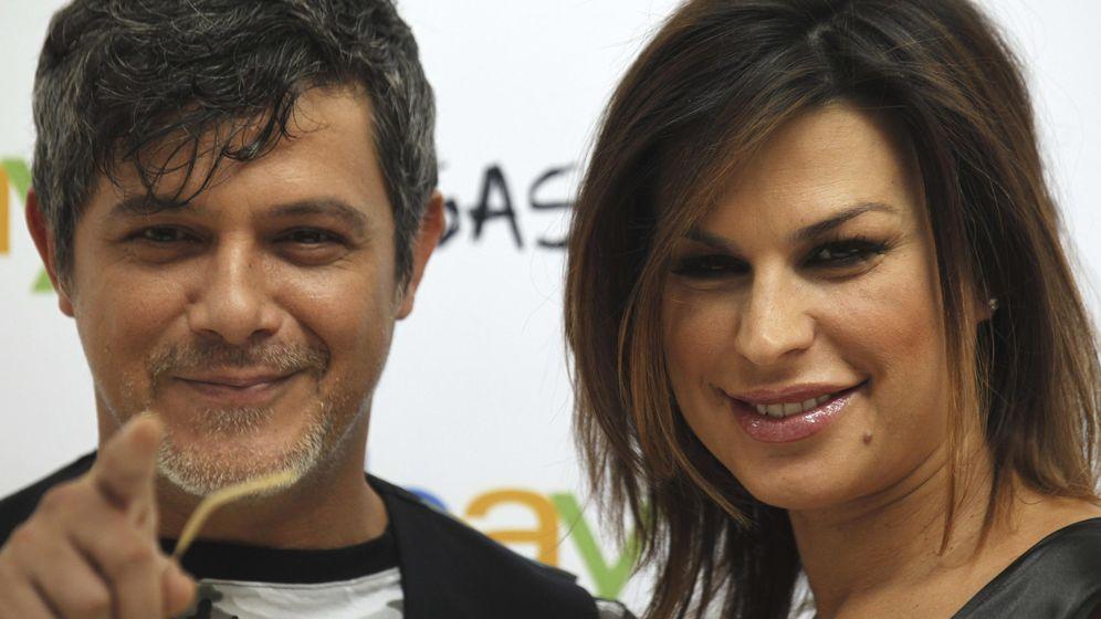 Foto: Alejandro Sanz y Raquel Perera. (EFE)