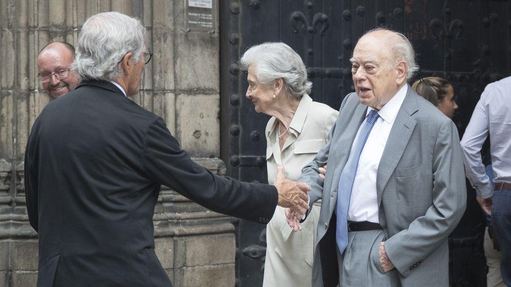 Foto: Jordi Pujol y Marta Ferrusola, en el funeral de Joaquim Molins. (EFE)