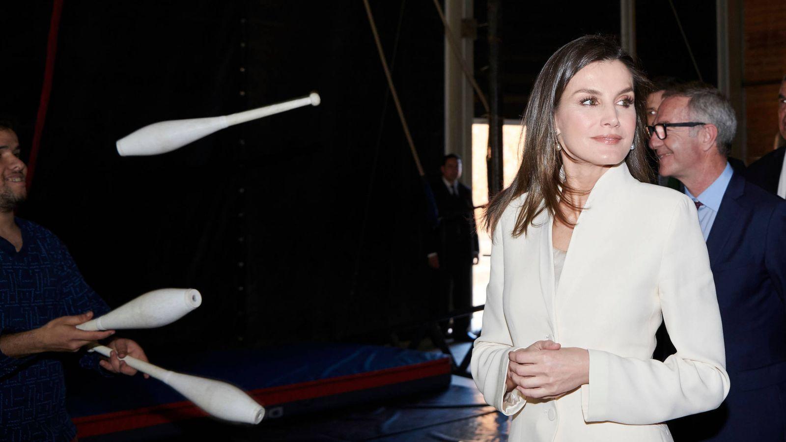 Foto: La reina Letizia con el traje blanco. (Limited Pictures)