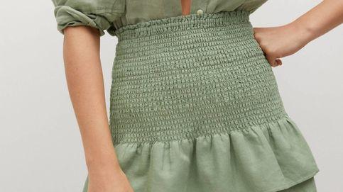 La falda efecto faja que arrasa en Mango está disponible en dos colores y cuesta 26 euros