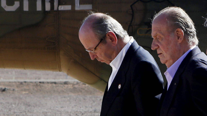 Rafael Spottorno y el rey Juan Carlos, en una imagen de archivo. (EFE)