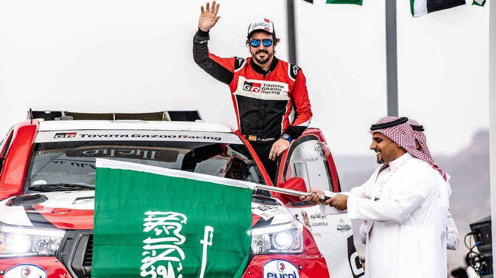 Foto: Fernando Alonso tras su primer podio en rallies. (Toyota)