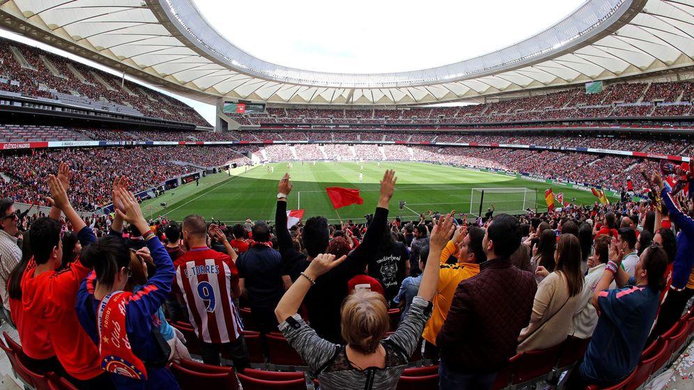 Foto: El Atlético-Barcelona, en imágenes: récord de asistencia en el fútbol femenino