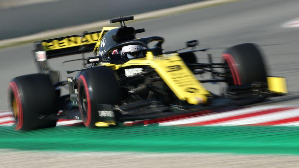 Foto: Ricciardo al volante del RS19 en Montmeló. (Reuters)