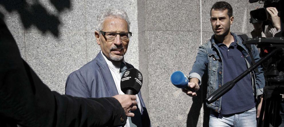 Foto: Santiago Vidal, antes de declarar ante el CGPJ sobre su participación en la redacción de la Constitución catalana. (Efe)