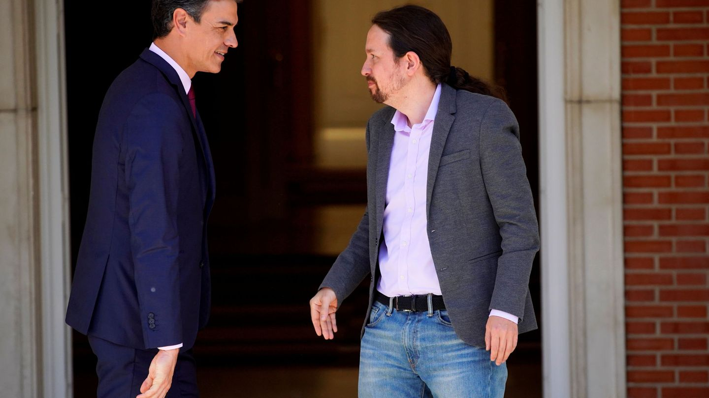 Reunión entre Pedro Sánchez y Pablo Iglesias en Moncloa. (Reuters)