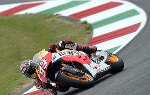 La lluvia interrumpe el duelo Rossi-Márquez y el líder no lo pone fácil