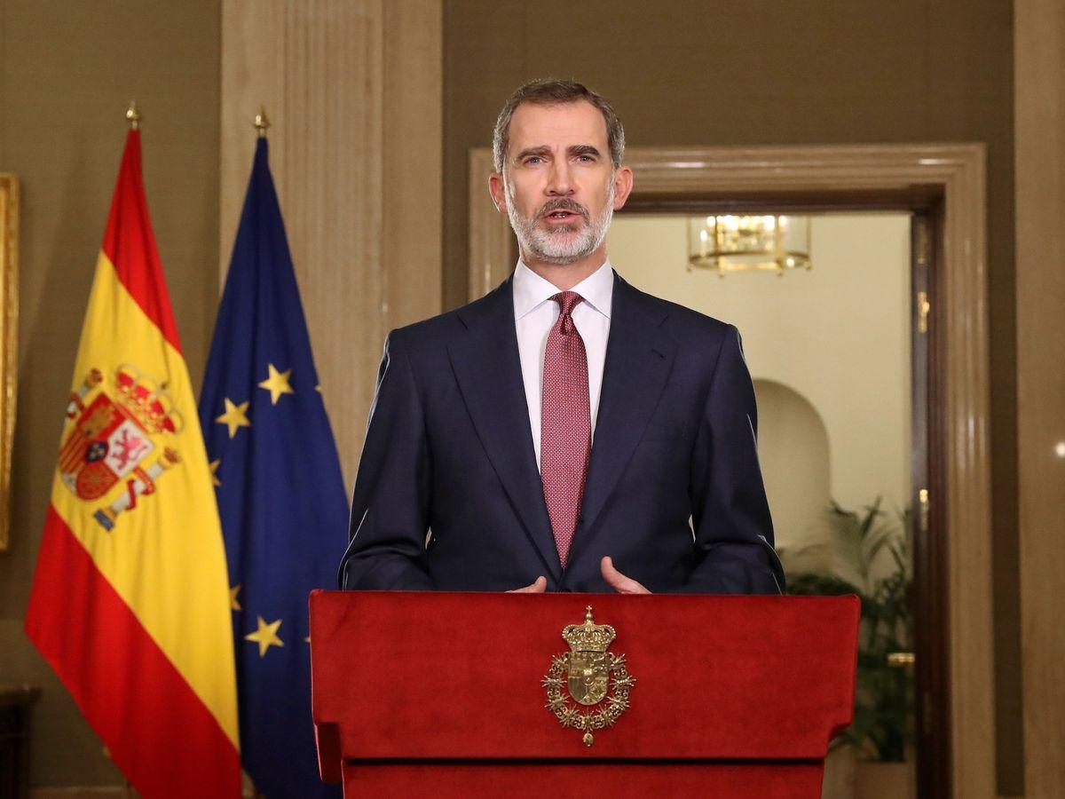 Foto: Felipe VI se dirige a los españoles en un mensaje por televisión. (EFE)