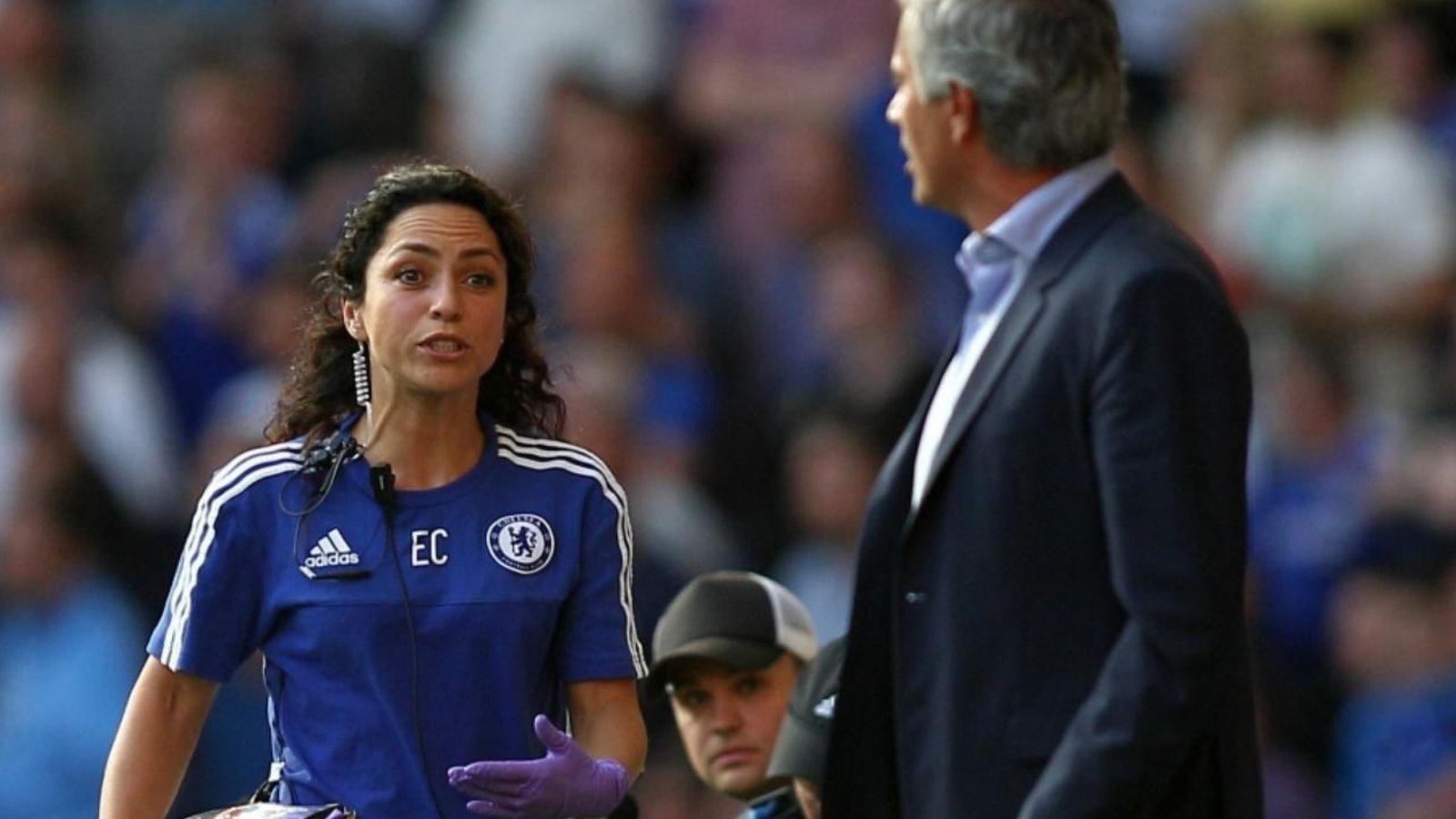 Foto: Eva Carneiro y Mourinho, discutiendo tras la polémica ante el Swansea. (Reuters)