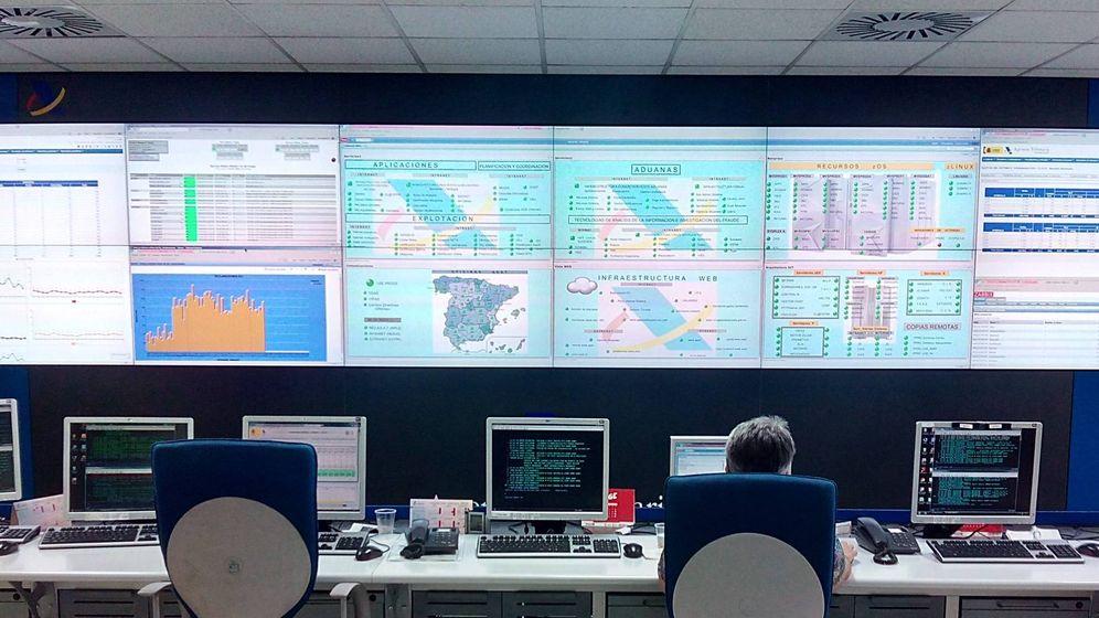 Foto: Sala de control del Departamento de Informática de la AEAT. (Archivo)