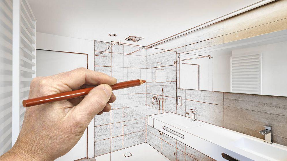 Foto: ¿Pueden deducirse mis padres el gasto ocasionado por cambiar el plato de la ducha? (Foto:iStock)