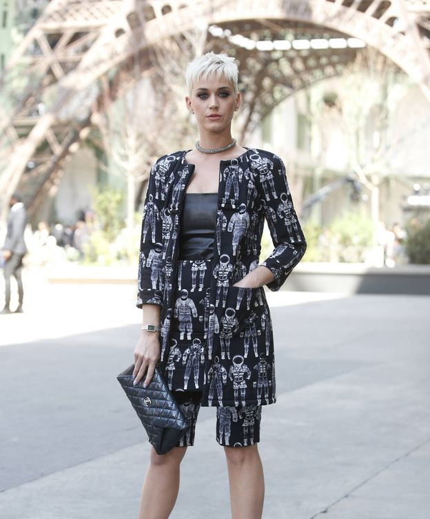 Foto: La cantante Katy Perry vestida de Chanel. (Foto: Gtres)