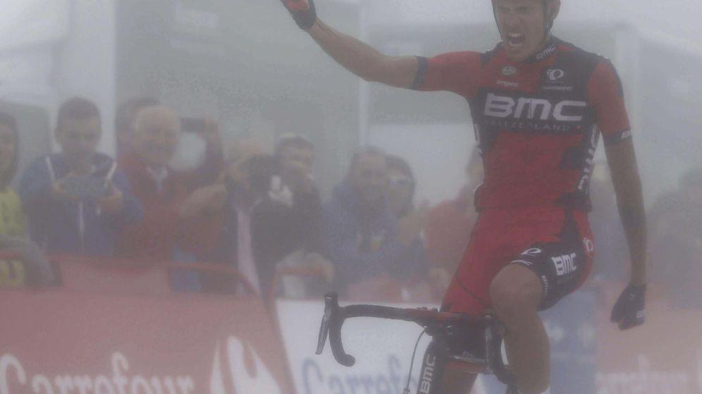 Foto: La niebla 'ocultó' la victoria de De Marchi (EFE).