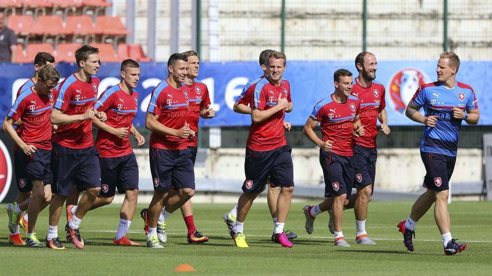 La República Checa juega al despiste: no descarta jugar sin '9' contra España