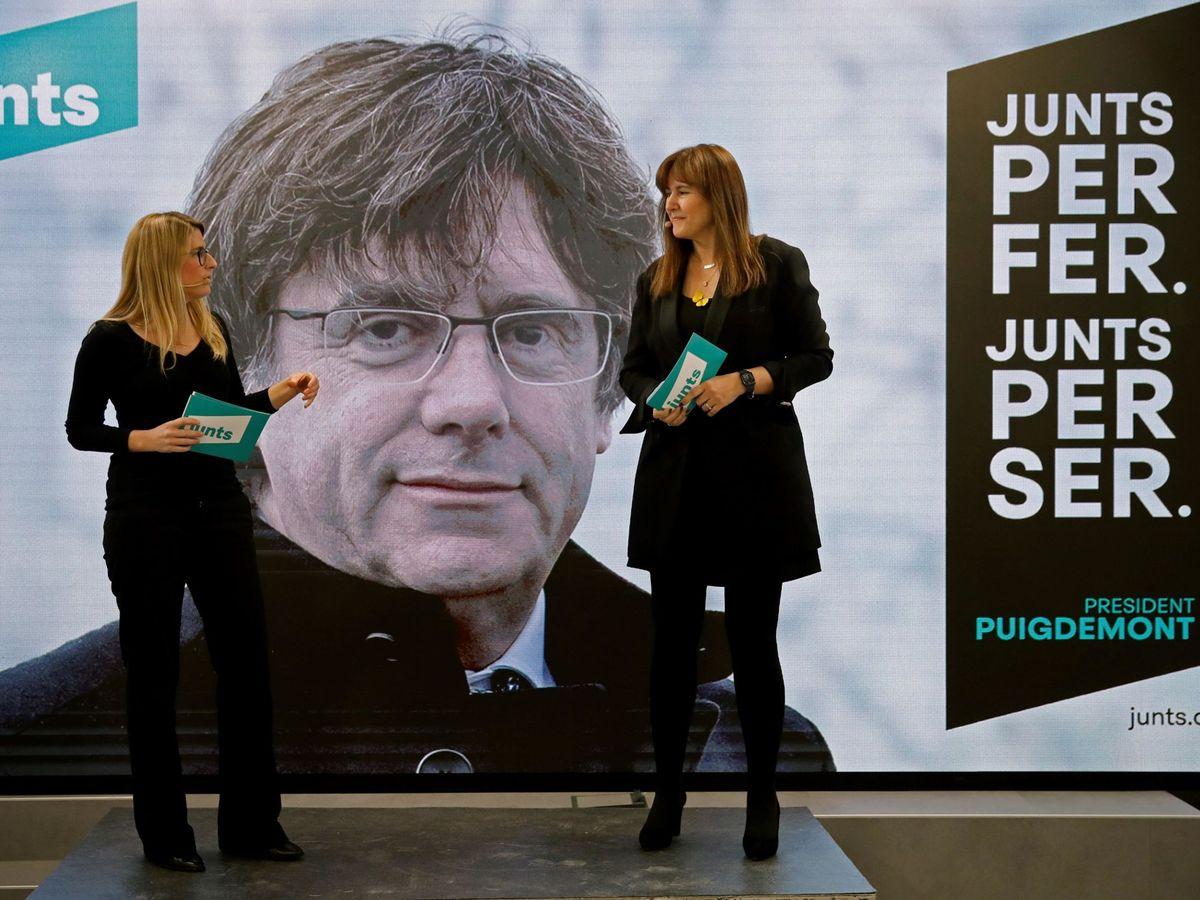 Foto: La candidata a la presidencia de la Generalitat por JxCAT, Laura Borràs (d), acompañada por la directora de campaña, Elsa Artadi. (EFE)