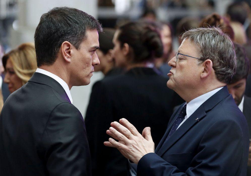 Foto: Pedro Sánchez y Ximo Puig, el pasado 5 de mayo en la cena por el 40º aniversario de 'El País'. (EFE)