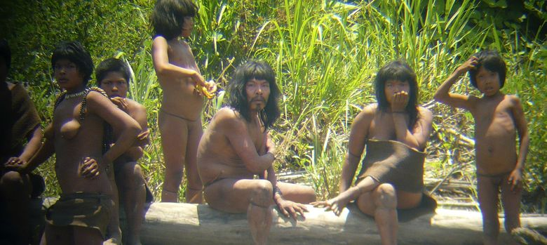 Foto: Primeras imágenes de indígenas mashco-piro no contactados. (Diego Cortijo - Survival International)