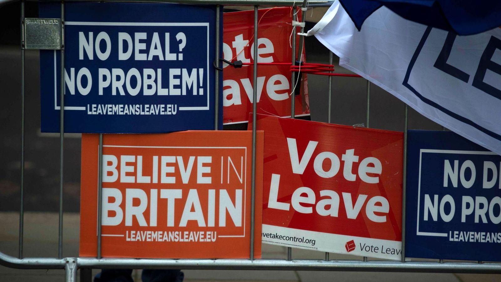 Foto: Pro y anti Brexit se manifiestan junto al Parlamento británico este 14 de enero, en Londres. (EFE)