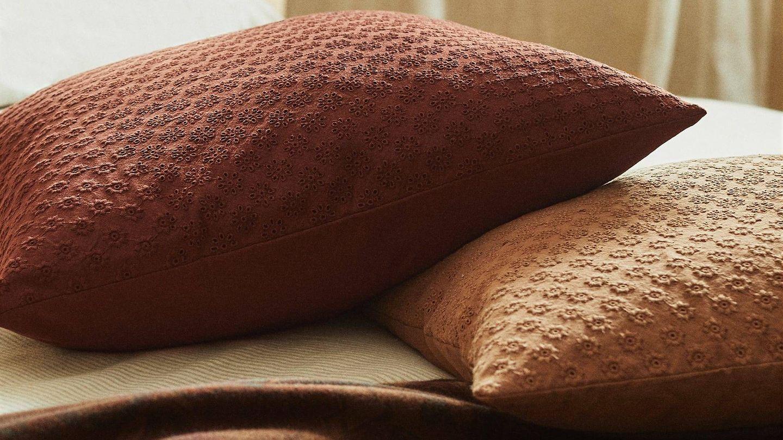 Encuentra en Zara Home los cojines perfectos para el otoño. (Cortesía)