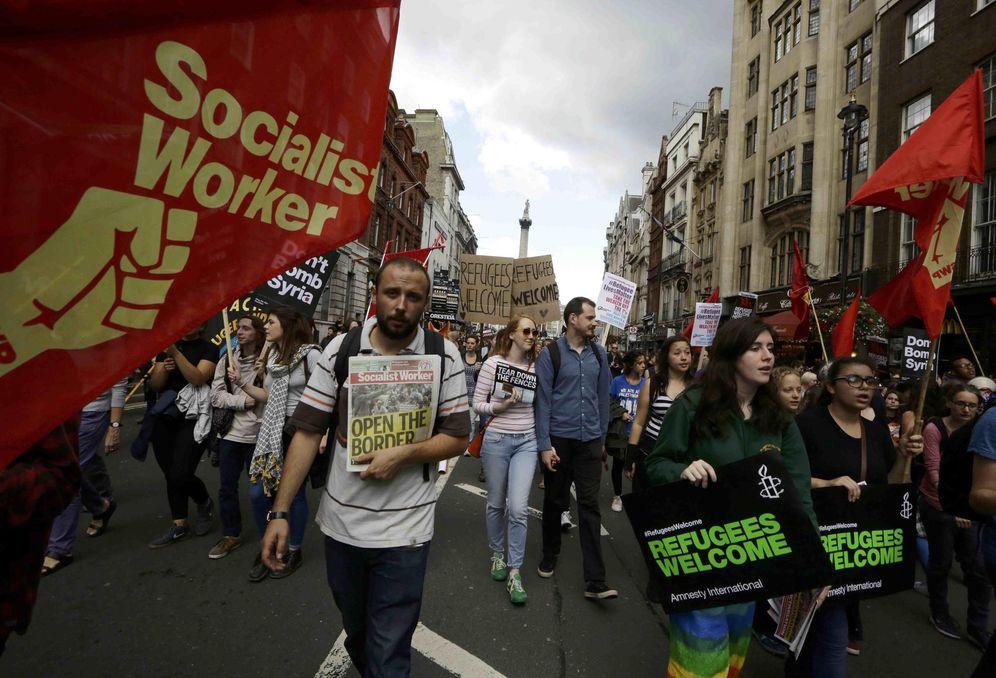 Foto: Manifestantes marchan desde Trafalgar Square hasta Downing Street durante una protesta en solidaridad con los inmigrantes, en Londres. (Reuters)
