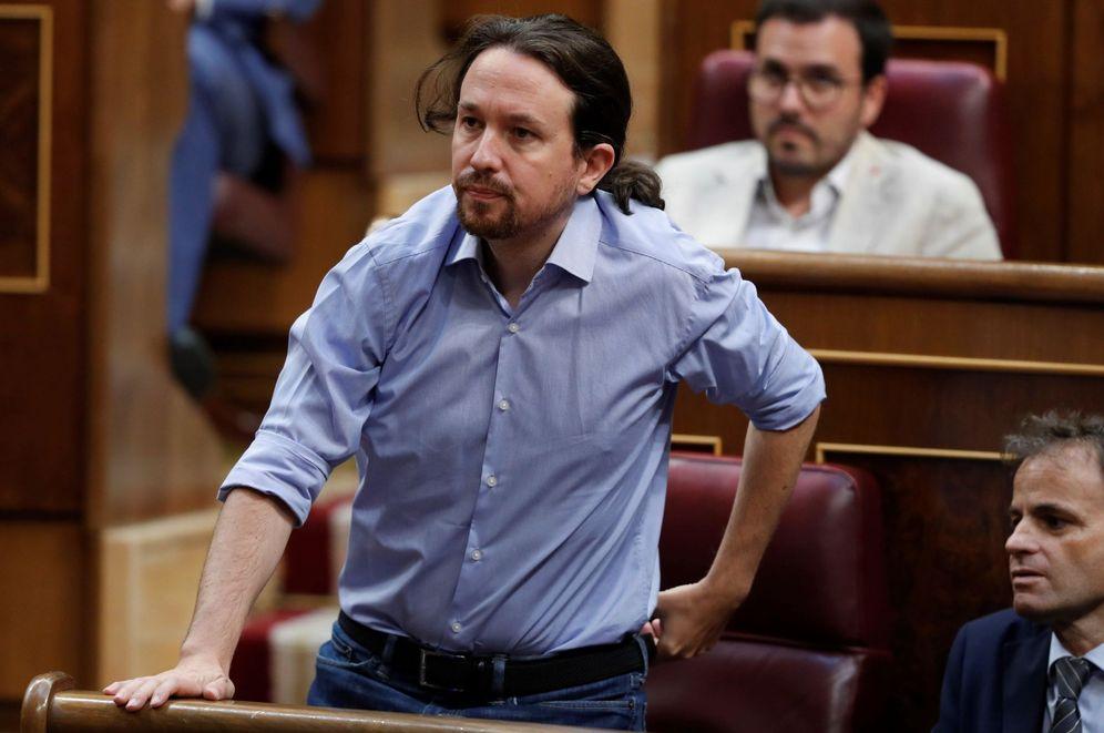 Foto: El secretario general de Podemos Pablo Iglesias, durante la segunda jornada del debate de investidura. (EFE)