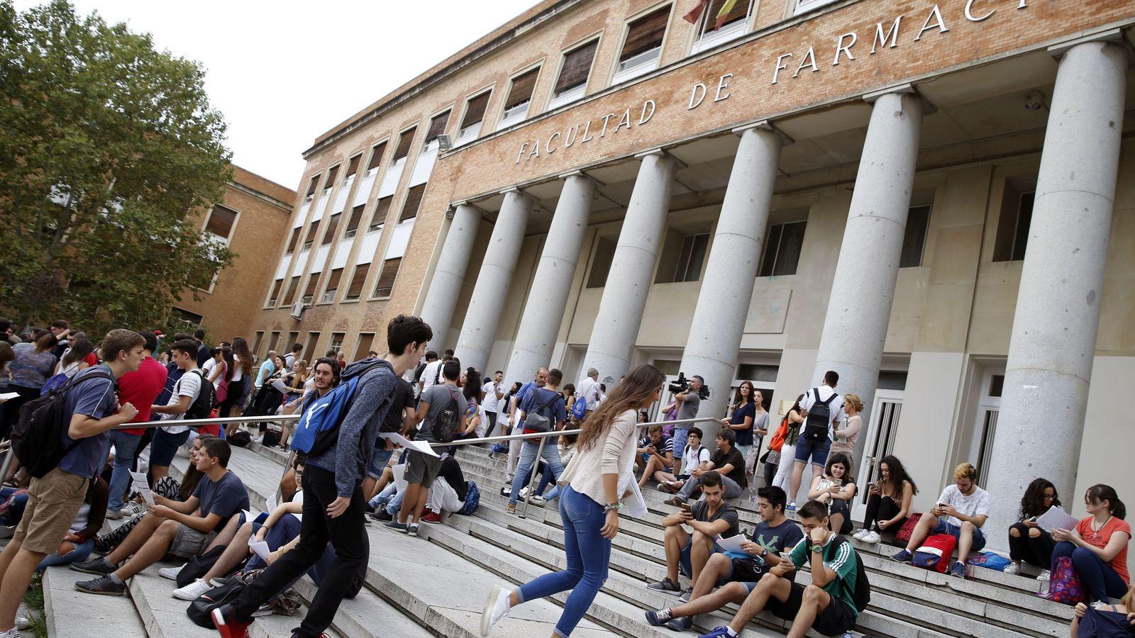 Foto: Facultad de Farmacia en el campus de la Universidad Complutense de Madrid. (EFE)