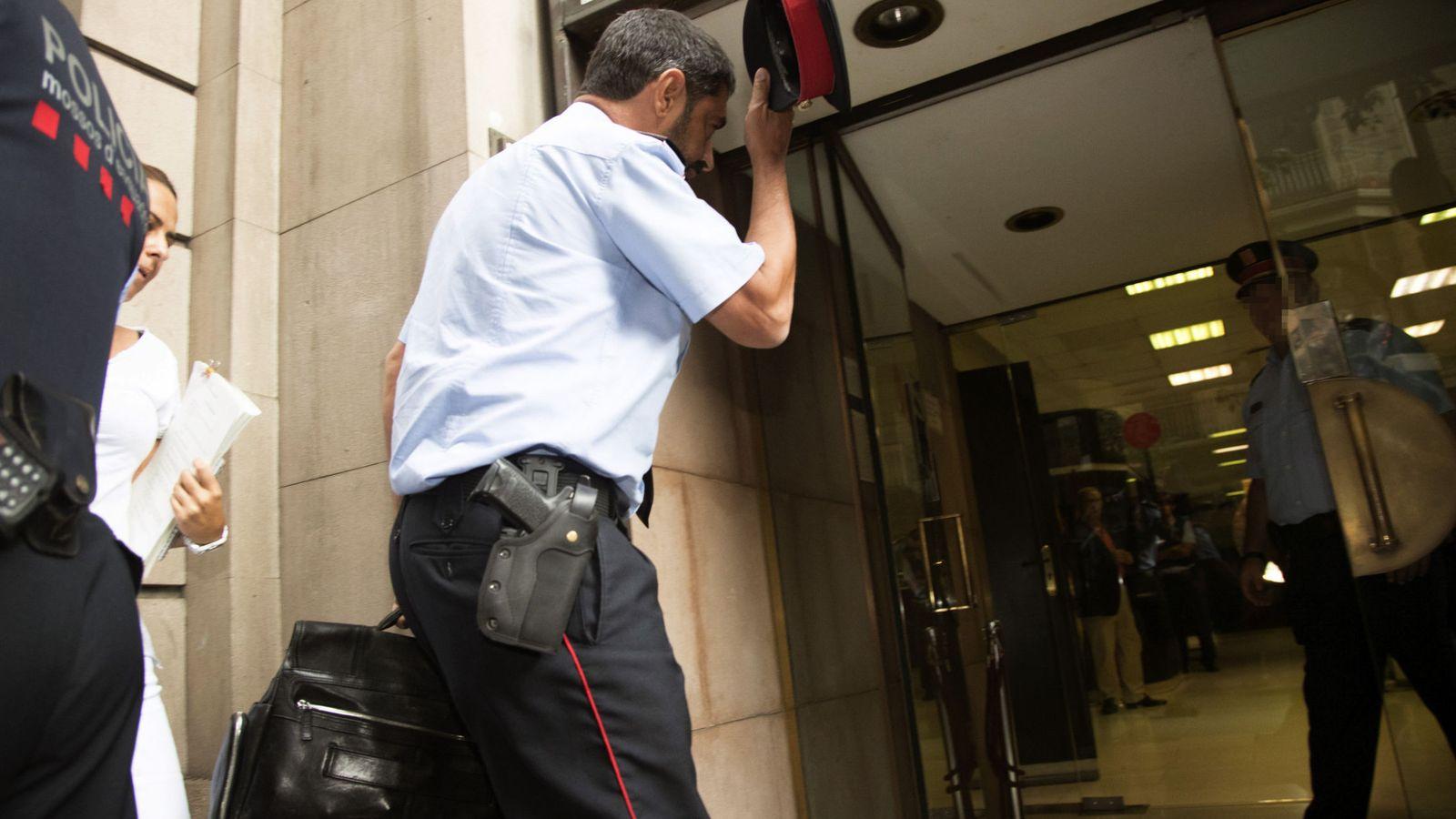 Foto: El mayor de los Mossos d'Esquadra, Josep Lluís Trapero, a su llegada a la Fiscalía Superior de Cataluña. (EFE)