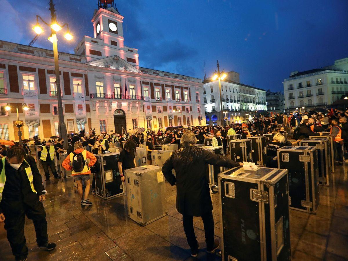 Foto: Manifestación del sector del espectáculo por la falta de ayudas. (EFE)