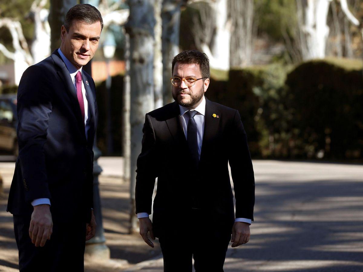 Foto: El presidente del Gobierno, Pedro Sánchez (i), y Pere Aragonès, en febrero de 2020. (EFE)