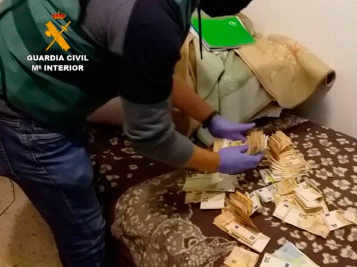 Foto: El cabecilla de la banda tenía 28.000 euros en efectivo en su casa (Guardia Civil)
