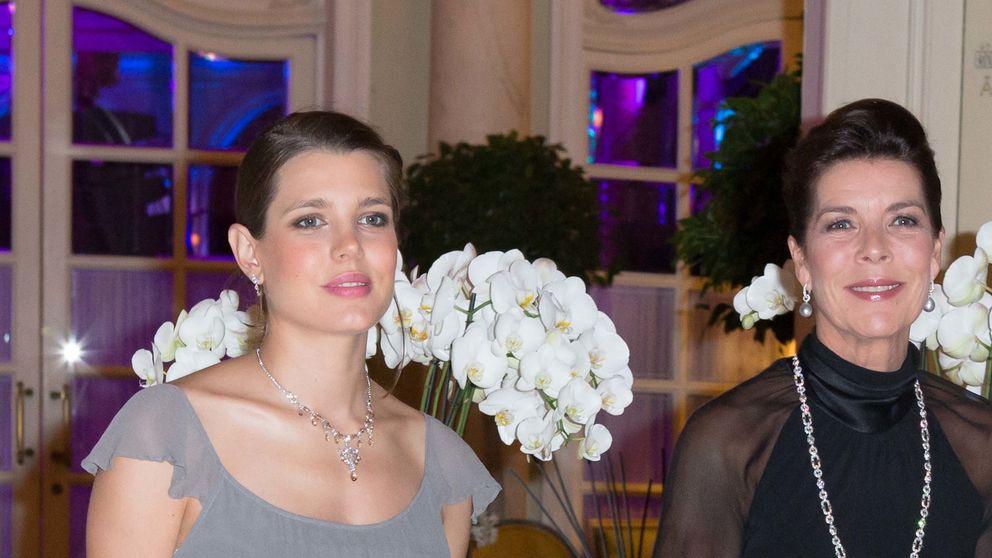 Carlota Casiraghi luce tripita de embarazada en la gala AMADE