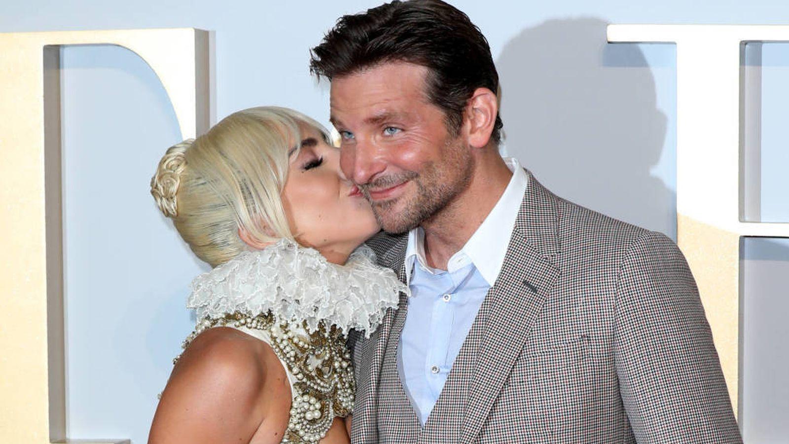 Foto: Lady Gaga y Bradley Cooper, juntos pero no revueltos. (Getty)