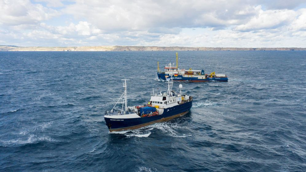 Foto:  Fotografía realizada con un dron cedida por la ONG Sea-Eye, en el mar Mediterráneo.