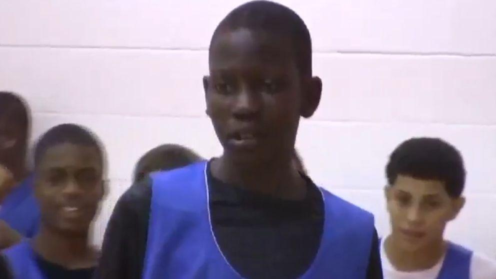 Bol Bol, el hijo del mítico Manute de 14 años... que mide 2,08 metros