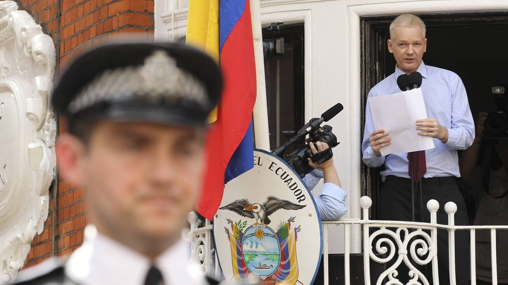 Foto: Julian Assange en la Embajada de Ecuador en Londres en 2012. (Reuters)